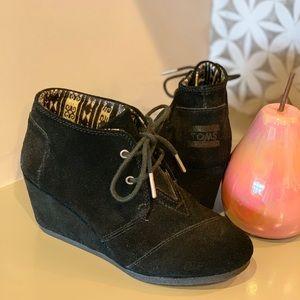 TOMS Black Boot/Heel